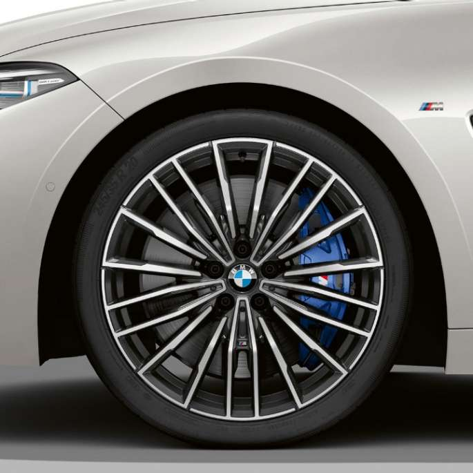 BMW M850i xDrive, Mineral White metallik, 20-tollised kergmetallveljed, multi-spoke 729 M.